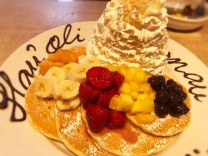 エッグスンシングスの誕生日用パンケーキ