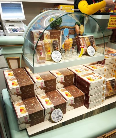 お土産用に購入した東京駅限定販売している東京ばな奈とディズニーがコラボしたお菓子
